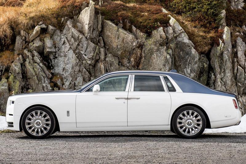 5. Rolls-Royce Phantom (giá: 455.000-535.000 USD).