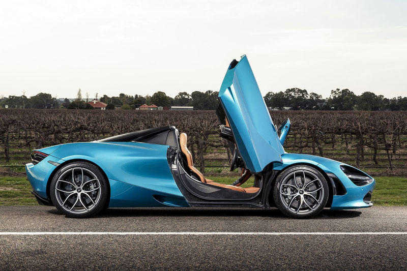 6. McLaren 720S Spider (giá: 315.000-327.130 USD).