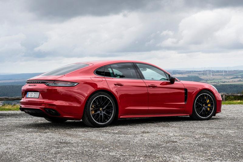 6. Porsche Panamera GTS 2021 (giá chưa công bố).