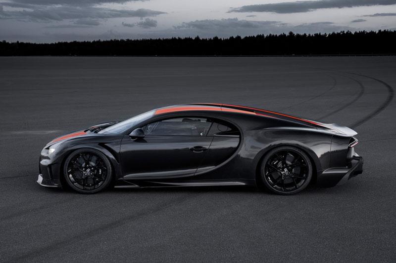 9. Bugatti Chiron Super Sport 300+ (giá khởi điểm: 3,9 triệu USD).
