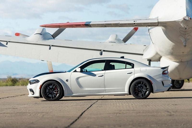 9. Dodge Charger Hellcat Redeye 2021 (giá khởi điểm: 78.595 USD).