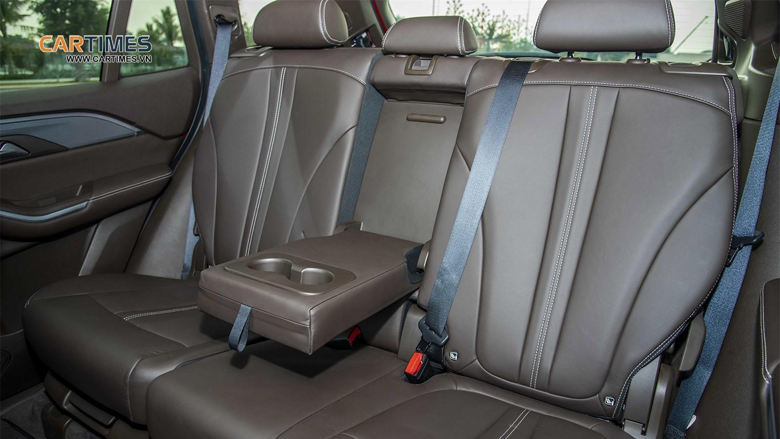 Hàng ghế thứ 2 xe VinFast Lux SA2.0