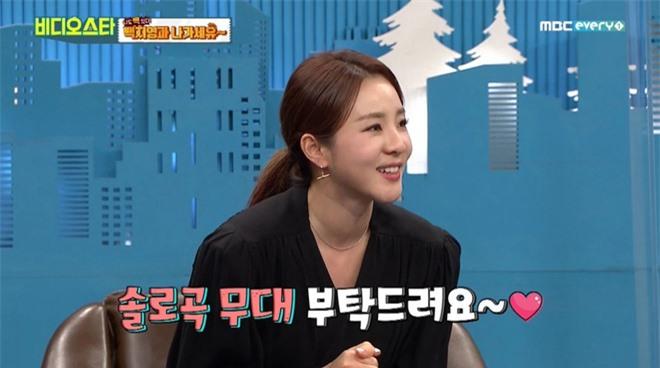 Dara (2NE1) khiến fan lo lắng khi lên sóng với cổ sưng to, liệu có liên quan bệnh về tuyến giáp? - Ảnh 1.