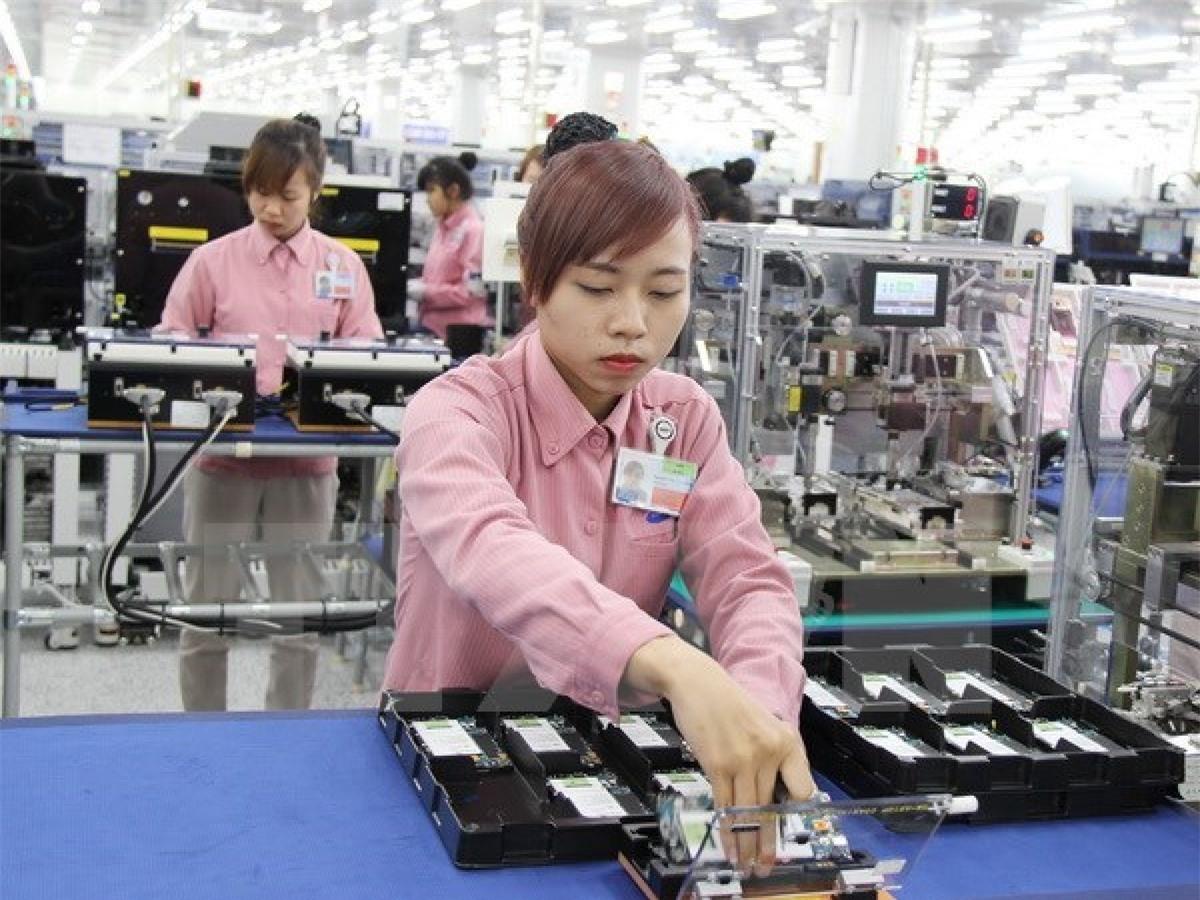 Ba nhóm hàng còn lại vẫn duy trì kim ngạch tỷ USD là điện thoại và linh kiện (2,86 tỷ USD); máy vi tính, sản phẩm điện tử và linh kiện (1,7 tỷ USD); dệt may (1,23 tỷ USD).