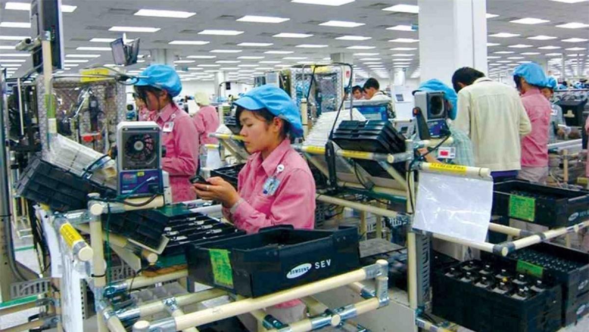 Nhóm hàng mới là điện thoại và linh kiện với 1,3 tỷ USD, tăng gần 700 triệu USD, tương đương 112%.