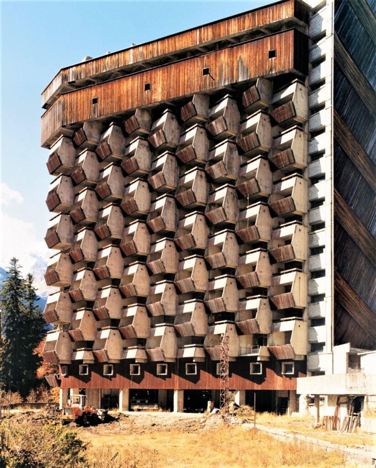 Khách sạn Amanauz chưa hoàn thành ở khu trượt tuyết nghỉ mát Dombai, Nga.