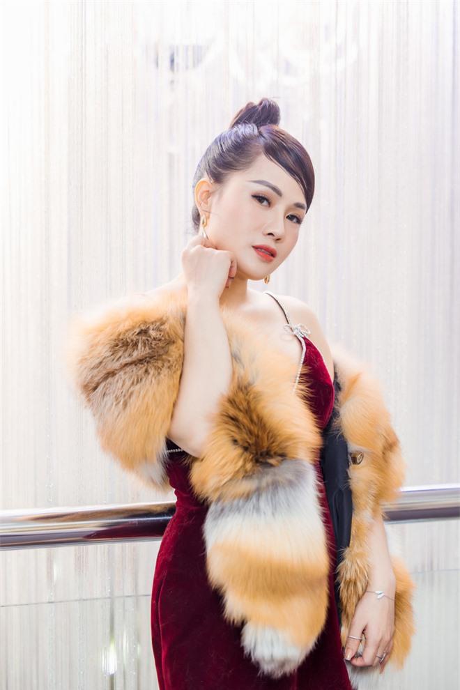 MC Thùy Dương gợi cảm đọ sắc cùng ca sĩ Maya - Ảnh 2.