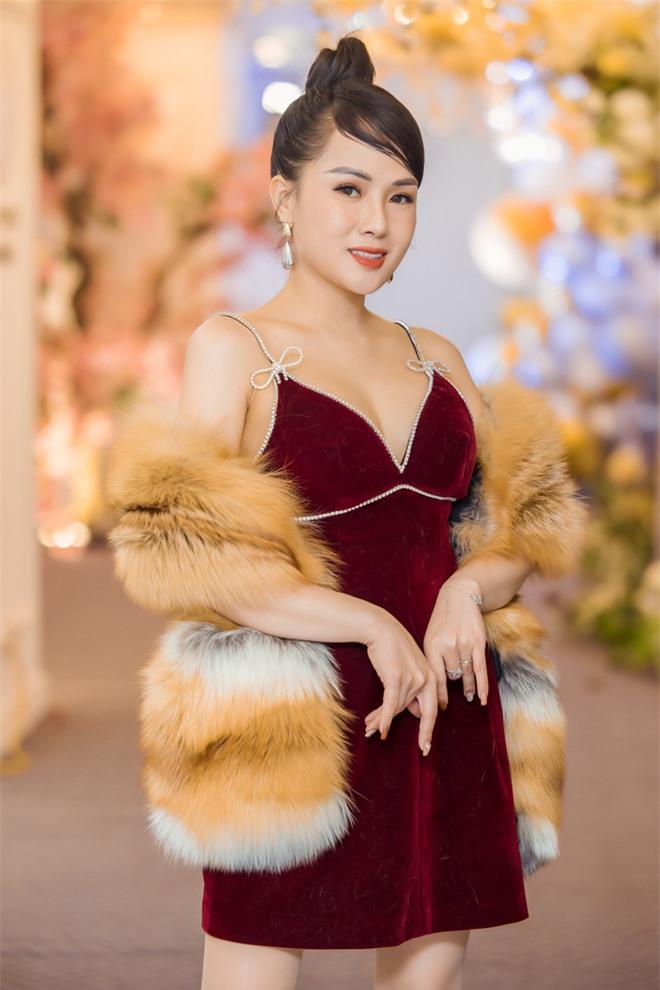 MC Thùy Dương gợi cảm đọ sắc cùng ca sĩ Maya - Ảnh 3.