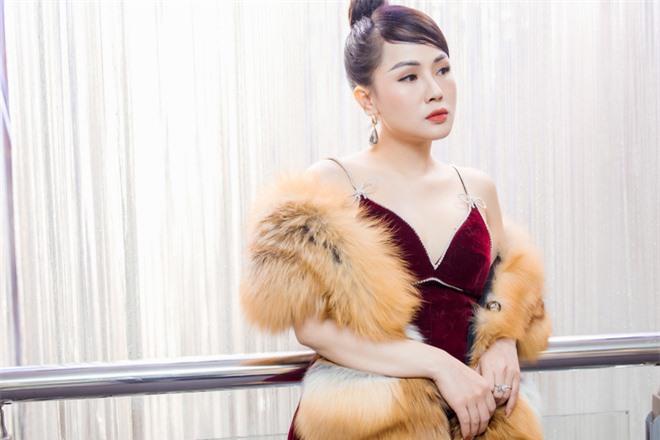 MC Thùy Dương gợi cảm đọ sắc cùng ca sĩ Maya - Ảnh 4.
