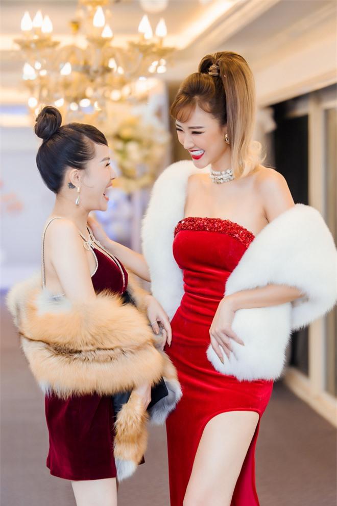 MC Thùy Dương gợi cảm đọ sắc cùng ca sĩ Maya - Ảnh 6.
