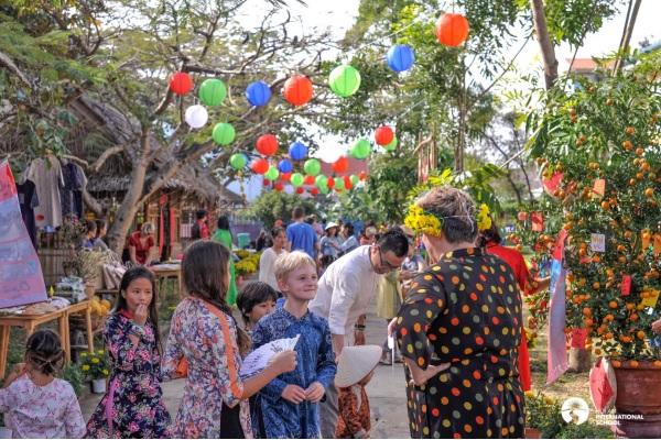 """""""Hương vị Tết"""" là lễ hội Tết tuyết vời để cùng nhau đón xuân Tân Sửu và giới thiệu văn hóa truyền thống tới bạn bè quốc tế (ảnh của sự kiện Tết của trường xuân 2019)"""