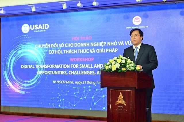 """chuyển đổi số là giải pháp, là xu hướng tất yếu để các doanh nghiệp tồn tại, nâng cao năng lực cạnh tranh, hiệu quả sản xuất, có thể tham gia vào chuỗi giá trị toàn cầu, tăng tốc và phát triển."""" - Thứ trưởng Bộ Kế hoạch và Đầu tư nhấn mạnh."""