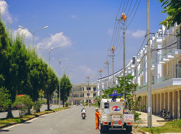 PC Đà Nẵng triển khai chuẩn bị nguồn điện, lưới điện để chủ động phục vụ dịp Tết Nguyên đán Tân Sửu 2021 (Ảnh do PC Đà Nẵng cung cấp)