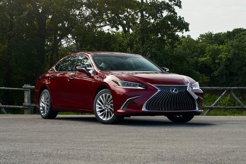 10. Lexus ES 2021 (giá khởi điểm: 41.025 USD).