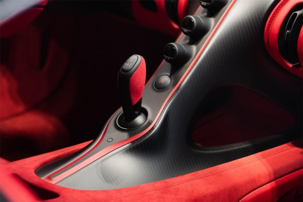 Khung gầm được cải tiến trong khi hệ thống treo sở hữu góc camber của bánh trước được chỉnh âm 2,5 độ nhằm mang đến khả năng vận hành tối ưu. Cùng với đó, Bugatti cũng đã phát triển thêm các khớp treo mới, giúp chúng phù hợp hơn với các chi tiết nâng cấp.