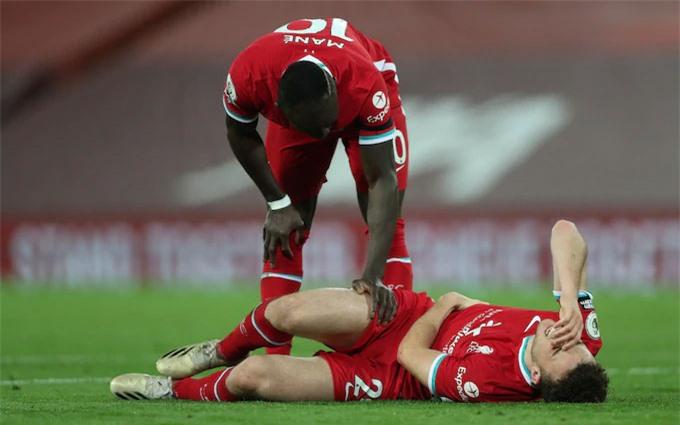 Khoảnh khắc Jota ngã xuống và khiến Liverpool tụt theo