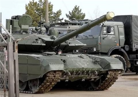Nga chuyen T-90M den sat luc luong My va phuong Tay