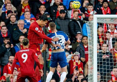 Mất Van Dijk (áo sẫm), Liverpool mất một phương án hãm thành hiệu quả trên không