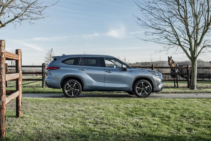 SUV 7 chỗ của Toyota ra mắt với giá 1,5 tỷ đồng