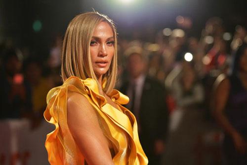 "Jennifer Lopez đáp trả khi bị nhận xét mặt tiêm ""cả tấn botox"""