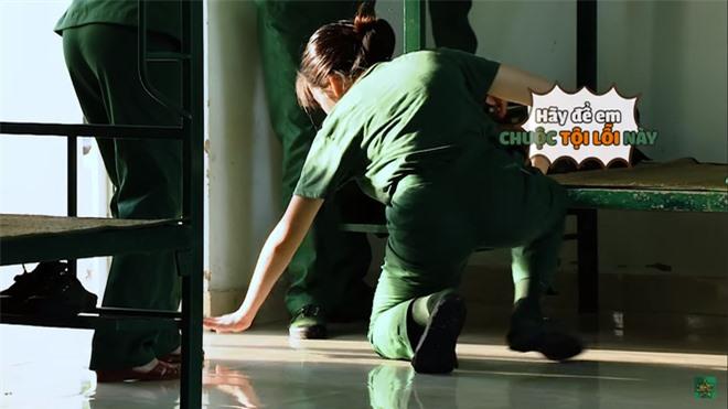 Khánh Vân chuộc lỗi cực dễ thương với Diệu Nhi: Dùng tay không phủi bụi trên giường của đàn chị - Ảnh 10.