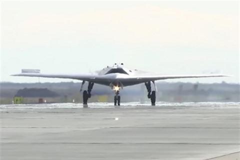 Ky lucthu nghiem UAV Okhotnik