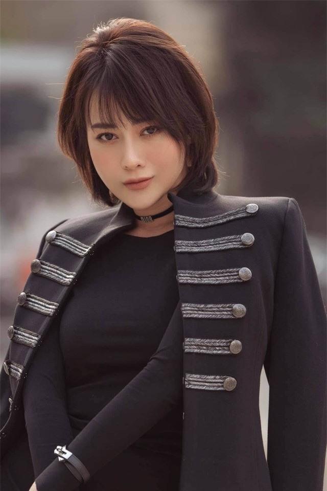 Phương Oanh Quỳnh búp bê tuổi 32 xinh đẹp, nổi tiếng và giàu có - Ảnh 1.