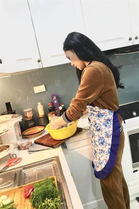 Phương Oanh Quỳnh búp bê tuổi 32 xinh đẹp, nổi tiếng và giàu có - Ảnh 10.
