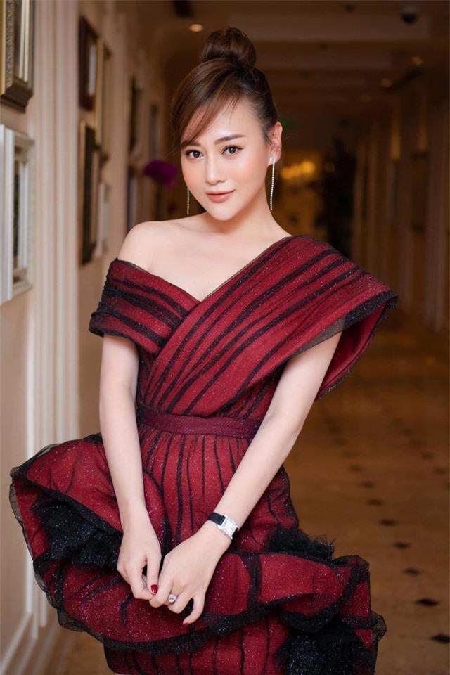 Phương Oanh Quỳnh búp bê tuổi 32 xinh đẹp, nổi tiếng và giàu có - Ảnh 22.