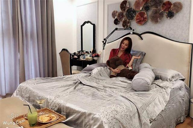 Phương Oanh Quỳnh búp bê tuổi 32 xinh đẹp, nổi tiếng và giàu có - Ảnh 8.