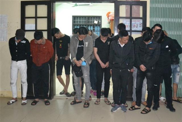Đột kích nhà nghỉ, phát hiện 22 thanh niên dương tính với ma túy - 1