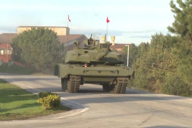 Xe tăng Leopard 2A4 của Thổ Nhĩ Kỳ được lắp tháp pháo của chiếc Altay. Ảnh: RG.