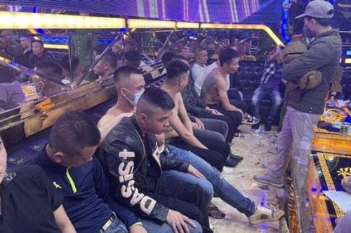 """Nghệ An: Sau khi dự đám cưới, 30 thanh niên thuê quán karaoke mở """"tiệc ma túy"""""""