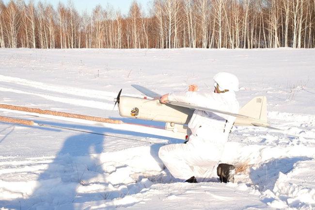 Triển khai máy bay không người lái Orlan-10. Ảnh: TASS.