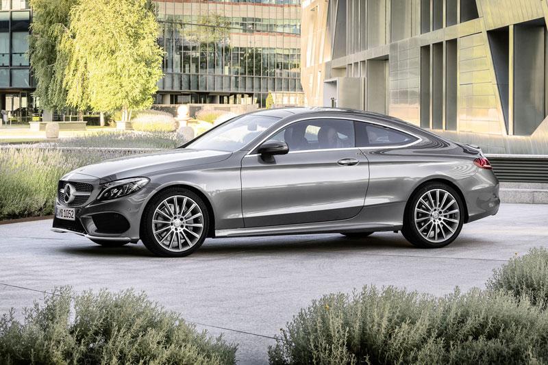 =3. Mercedes-Benz C-Class 2021 (điểm tổng thể: 4,7/5).