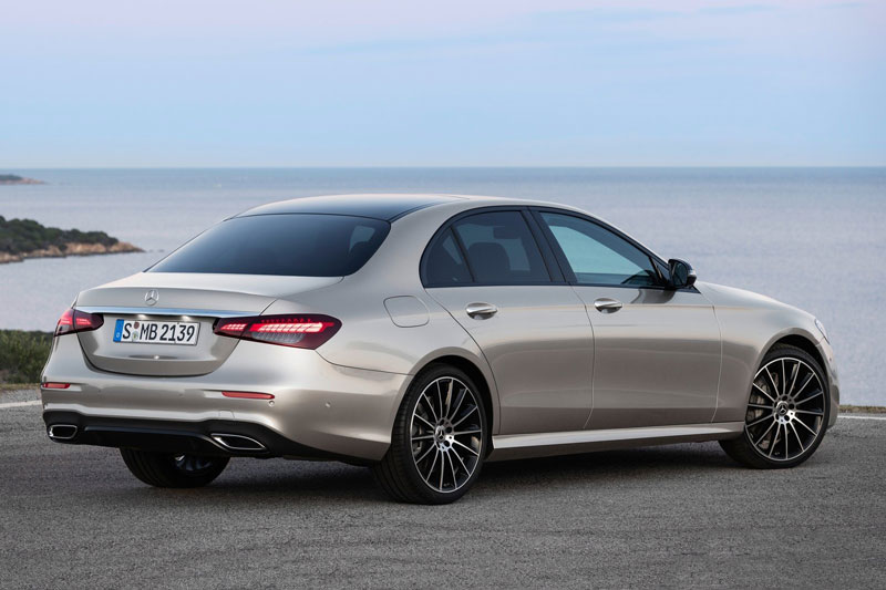 =3. Mercedes-Benz E-Class 2021 (điểm tổng thể: 4,7/5).