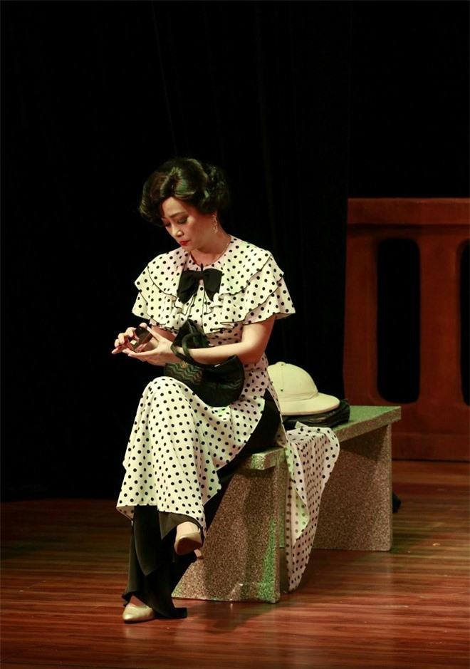 NSƯT Tuyết Thu hóa người vợ bội bạc, ham tiền trong Bạch Hải Đường - Ảnh 3.