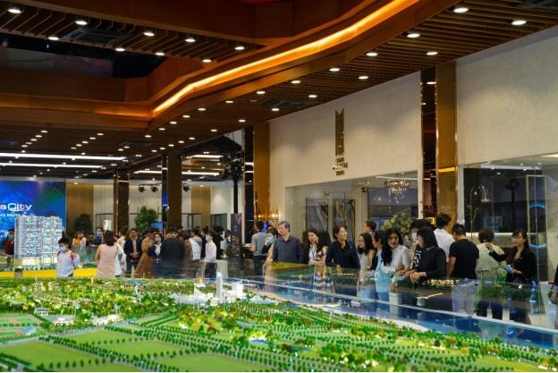 Nhiều khách hàng đến với Novaland Gallery trong chuỗi sự kiện tri ân tháng 1/2021.