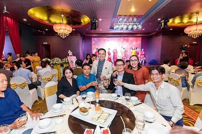 Chuyên gia phong thủy Nguyễn Ngoan trong buổi tiệc mừng sinh nhật 3 năm thành lập CLB Mandala Phong Thủy.