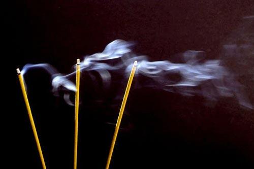 Cách phòng ngừa tác hại của khói hương đối với sức khỏe, nhớ lưu lại để áp dụng trong ngày Tết