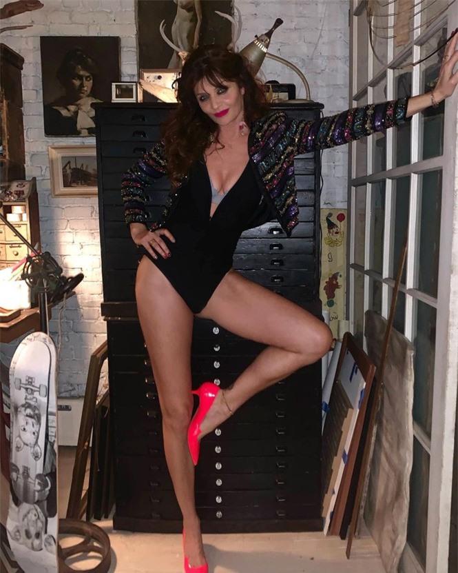 Siêu mẫu Helena Christensen 52 tuổi vẫn sở hữu hình thể 'bốc lửa' đáng ghen tỵ - ảnh 2