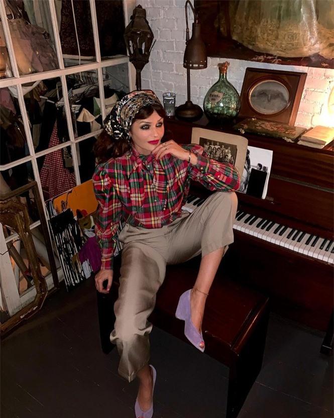 Siêu mẫu Helena Christensen 52 tuổi vẫn sở hữu hình thể 'bốc lửa' đáng ghen tỵ - ảnh 6
