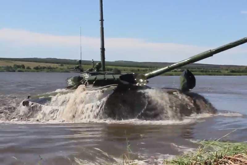 Nga 'khoe' màn 'ngụp lặn' dưới sông sâu 5m của xe tăng T-72B3