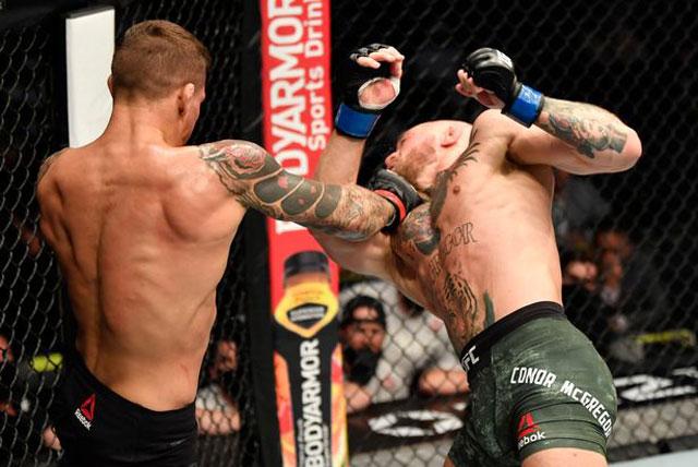 Dustin Poirier ra đòn hạ knock-out Conor McGregor.