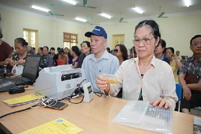Thị xã Hương Thủy và huyện Phú Lộc (Thừa Thiên Huế) được chọn để thí điểm thực hiện chi trả chính sách trợ giúp xã hội không dùng tiền mặt. (Ảnh minh hoạ)