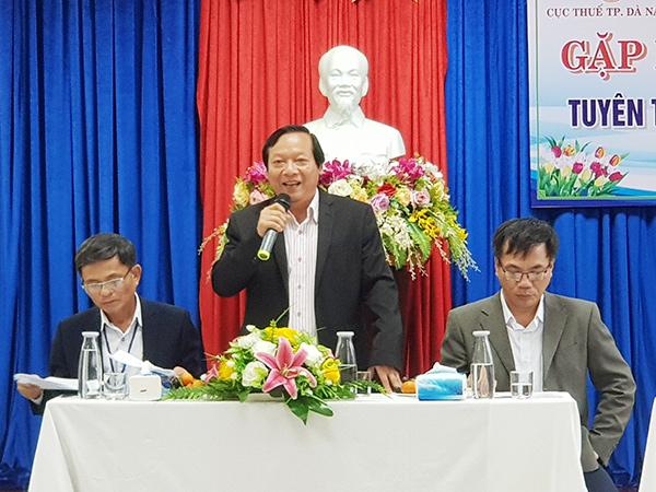 Ông Lưu Đức Sáu, Phó Cục trưởng phụ trách Cục Thuế Đà Nẵng trở ời phonggr vấn của phóng viên Doanh nghiệp Việt Nam tại hội nghị