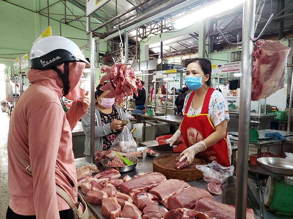 Giám đốc Sở Công Thương Đà Nẵng yêu cầu các hộ kinh doanh, khách hàng bắt buộc phải đeo khẩu trang trong suốt thời gian họp chợ