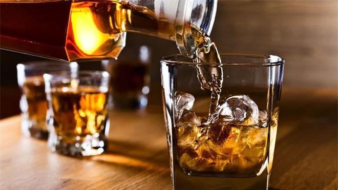 Đồ uống có cồn gây hại dạ dày