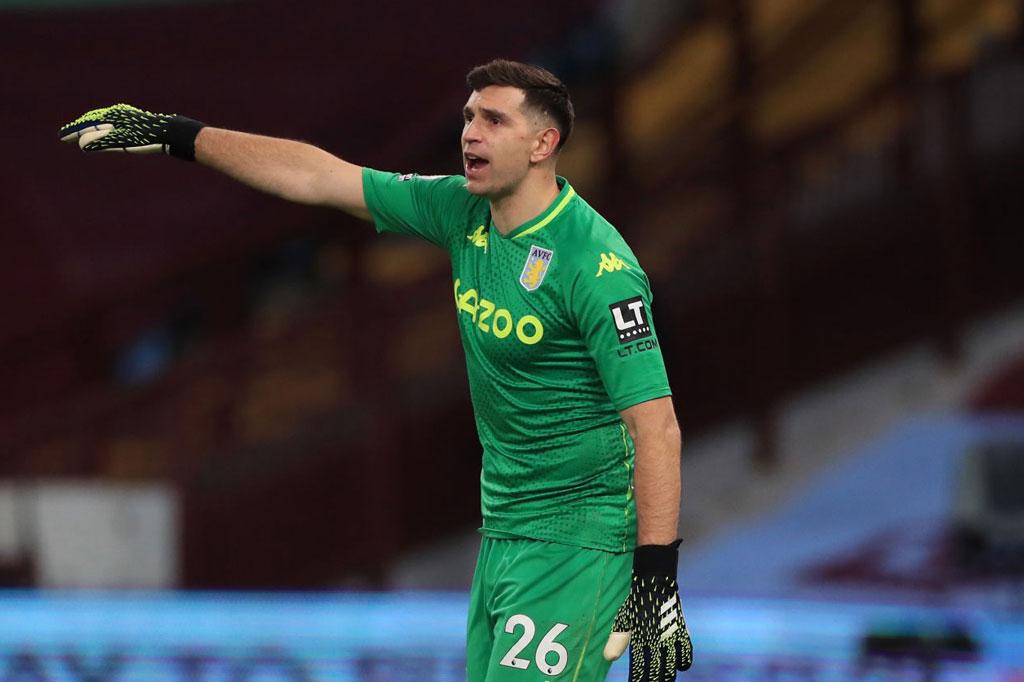 =7. Emiliano Martinez (Aston Villa, 66 lần).