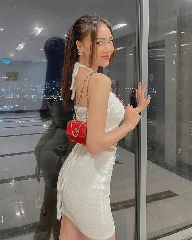 Cách ăn mặc sexy gây chú ý của Ninh Dương Lan Ngọc ở tuổi 31 - Ảnh 1.